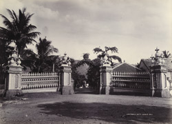 [Entrance gate to Sakar Bag, Junagadh.]